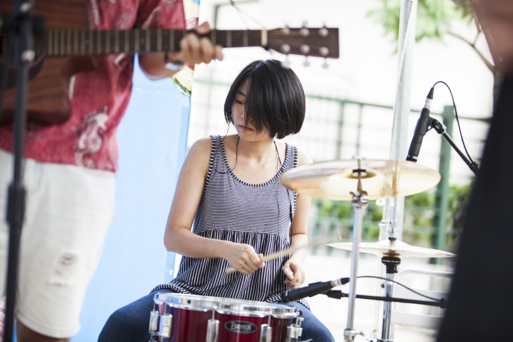 鼓手姵蓁。