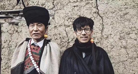 阿哈和我,我是壞掉的彝族人(老馬攝於 2017 年)