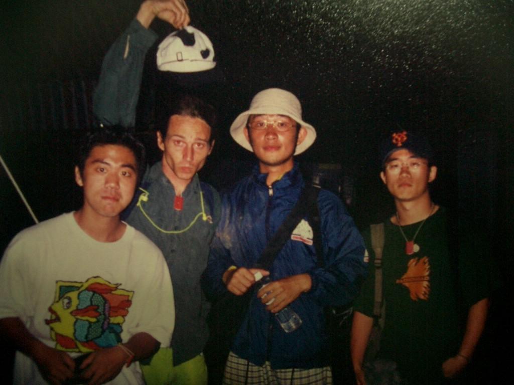 語桐、Jimmy、阿強、大頭參加 2000 年春天吶喊。(主辦單位提供)