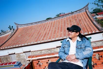 金門出生的搖滾詩人流氓阿德,出道26年榮獲三屆金曲入圍肯定(照片來源-洗耳恭聽)