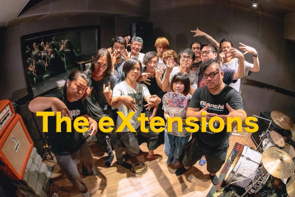 首度以表演者身份參加台灣音樂祭的小島南、倉紗真菜將與 The eXtensions 超展開大樂隊一起演出,圖為擁有傳說級陣容的 The eXtensions