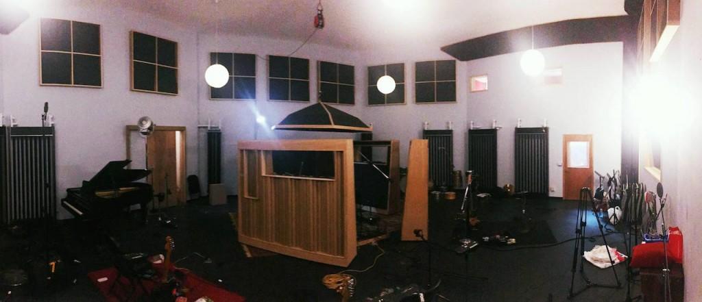 其他樂器於玉成錄音室進行同步錄音(Photo Credit:吳東陽)