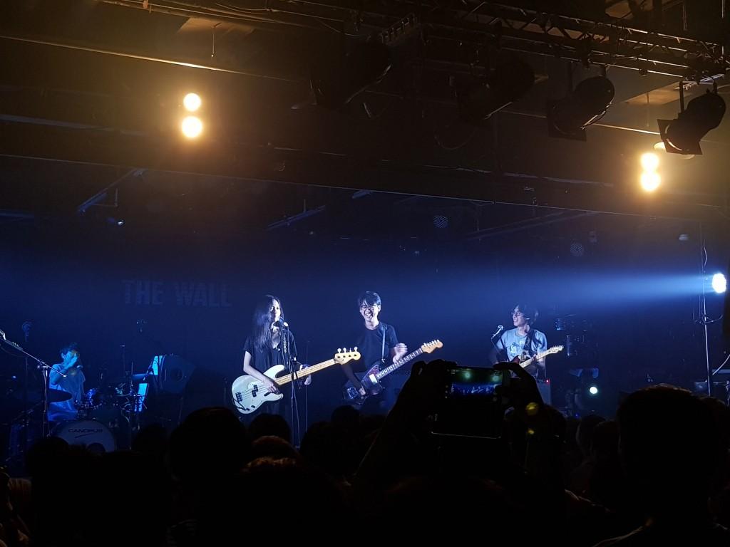 創團吉他手 Foo(中)驚喜登台,和熊寶貝合體。