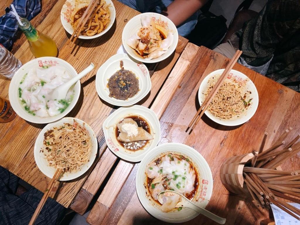 鐘水餃、甜水麵、擔擔麵、紅油抄手、海味抄手、涼糕、甜粽。