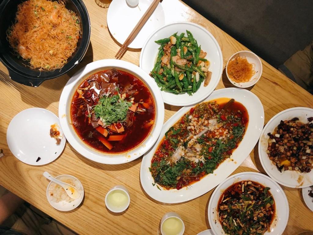 我最喜歡小炒肉和宮保雞丁,其他菜分別是:麻辣雞塊、粉絲乾撈蝦、毛血旺、藿香魚