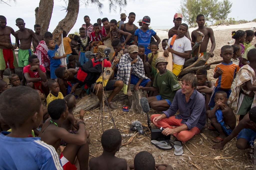 小島大歌團隊Tim Cole 與 BaoBao Chen 於馬達加斯加錄音