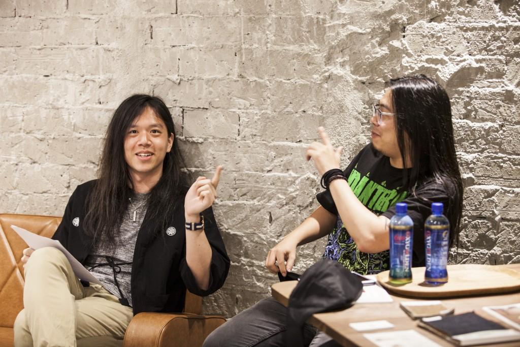 採訪當天主唱亞哲也來了,擔任陪訪補充手。正聊到據說某場外國樂團台灣專場,售票慘不忍睹,最後主辦只好出錢找觀眾來看。