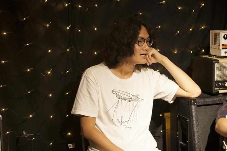 章羣曾幫 Mandark室友的畢業製作錄吉他,兩人在南藝大有過一面之緣。