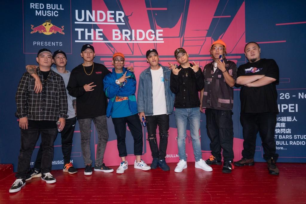 各路音樂好手集結打造UNDER THE BRIDGE嘻哈音樂學院 (由左至右)DJ Afro、頑童MJ116小春&瘦子、Trout Fresh呂士軒、小光L.C、絕情少年Barry、Tipsy、頑童MJ116大淵