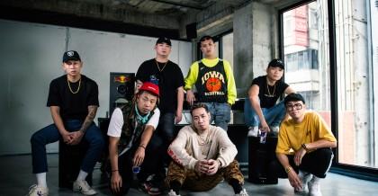 橋下Cypher影片首度釋出!(後排左至右:頑童MJ116 E-SO、DJ Afro、小光L.C、絕情少年Barry。前排左至右:Tipsy、陳星瀚Star Chen、Trout Fresh呂士軒)