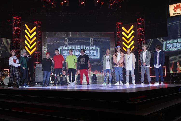 10/27 所有演出者最後一起上台。(照片提供:樂團新勢力)