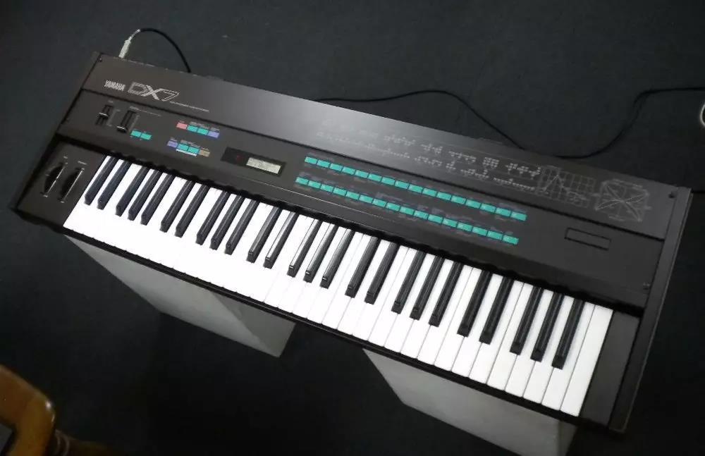 傳奇的YAMAHA DX7 締造了無數經典音色,經典歌曲,也是很多鍵盤手心裡的必備之一(圖片來自網絡)