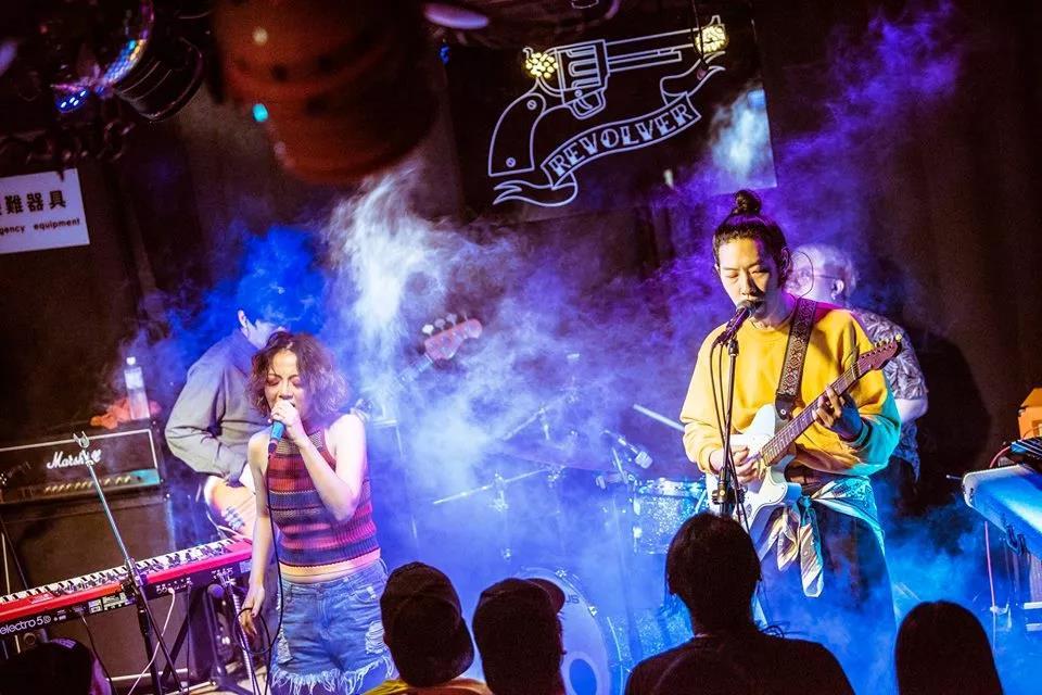 皇后皮箱現場、錄音鼓手均為trash 樂隊鼓手金魁剛(圖片來自樂隊Facebook)