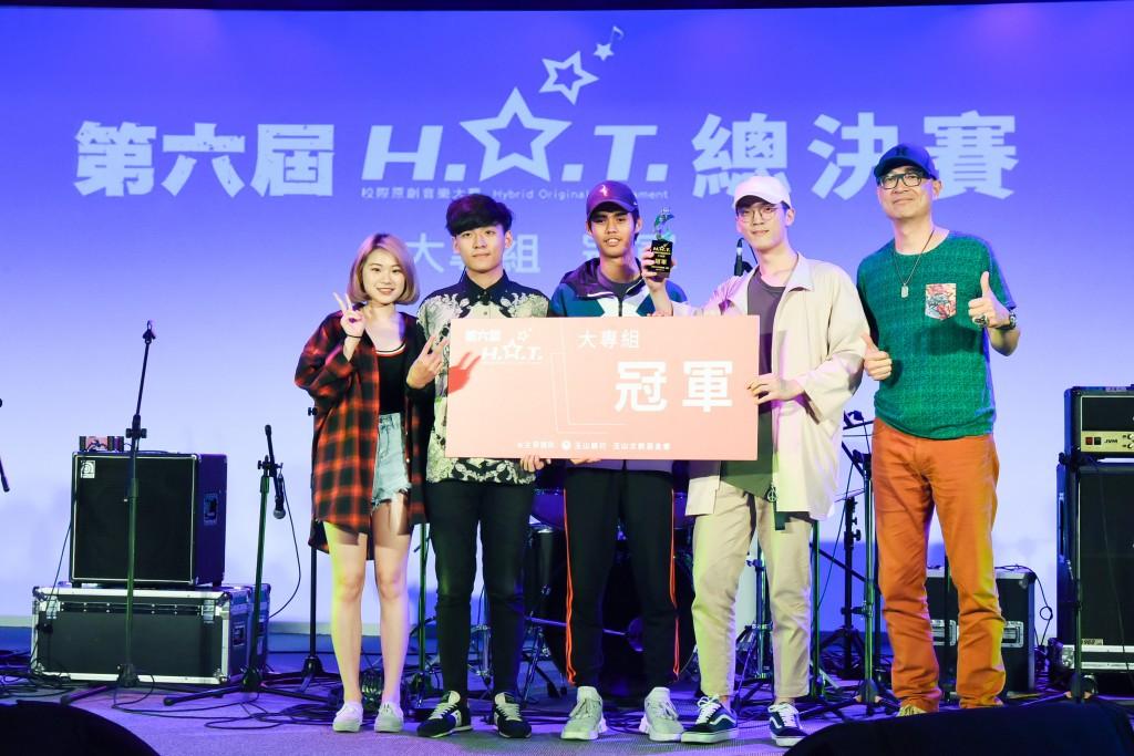 第六屆H.O.T.校際原創音樂大賽大專組冠軍「傻子與白痴」
