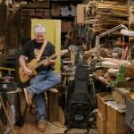 他在紐約市回收木材製琴 吸引巴布狄倫、佩蒂史密斯的吉他手成死忠顧客