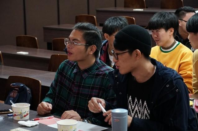 參賽者邊享用湯圓邊挑戰台灣音樂的有趣題目,在音樂的陪伴下歡度元宵節。