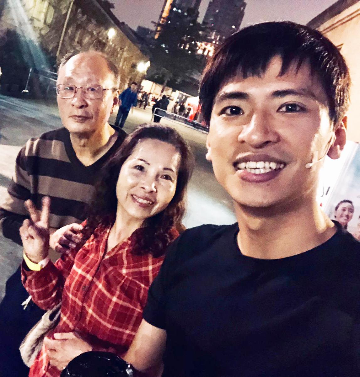 廖文強家庭和樂,爸媽特別到演出現場打氣。(照片提供:何樂音樂)