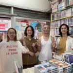 逃走鮑伯新MV在21號萬隆漫畫店拍攝 找了伍悅、偉碩、冠彣等樂圈好友在店內衝撞大合唱
